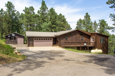 5 bedroom cabin on 3.35 acres near Terry Peak and Lead