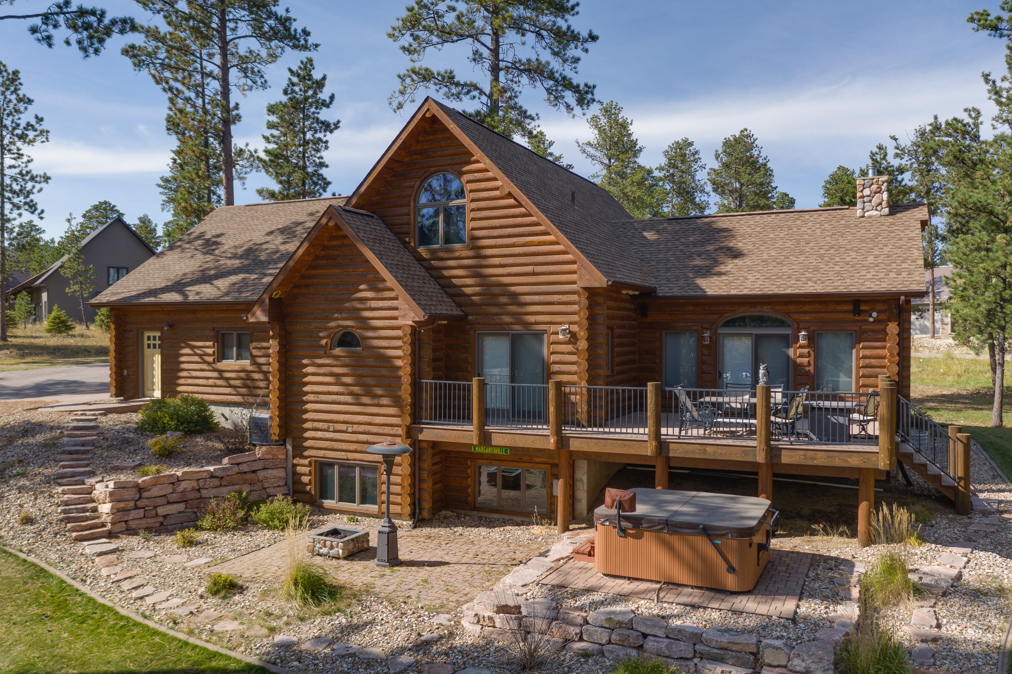 Beautiful Log Home close to Skiing and Snowmobiling