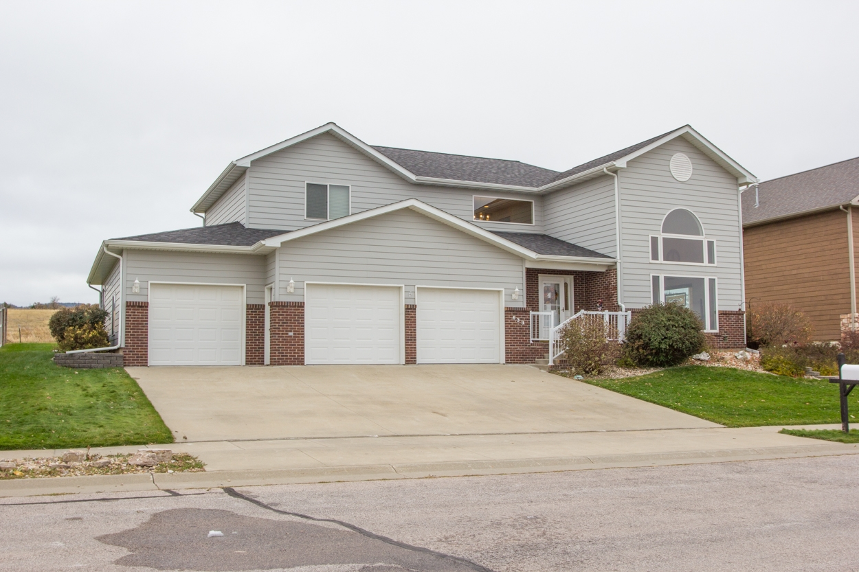 3 Bedroom Spearfish Home with 3-car Garage