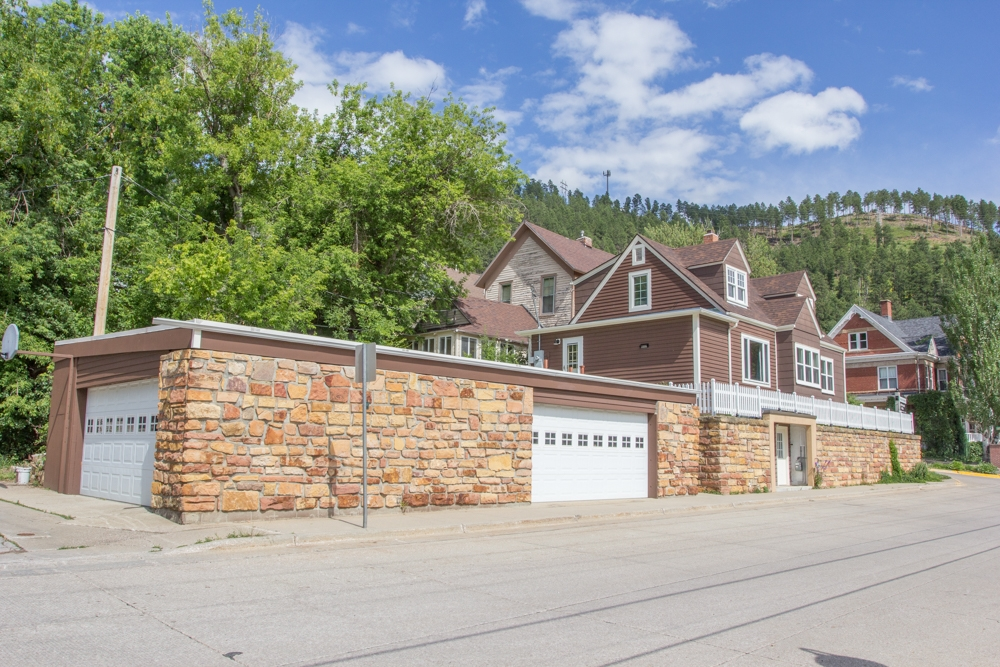 4 Bedroom Deadwood Home with 5 Car Garage